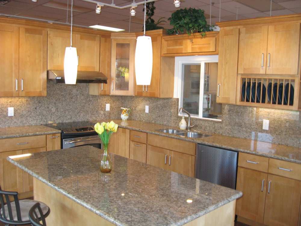 Canadian Maple Shaker Style Cabinets with Giallo Venez ... on Kitchen Backsplash With Natural Maple Cabinets  id=82557