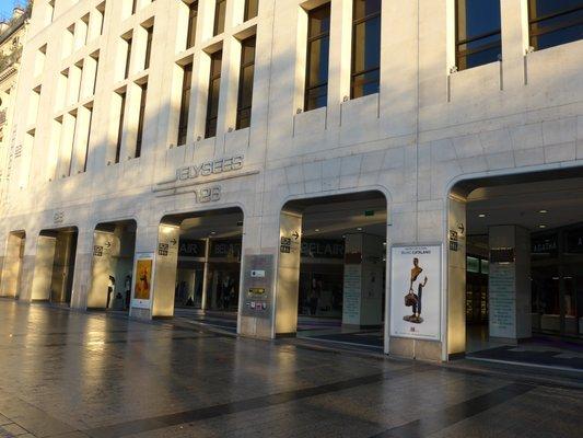 photo of ume change elysees 26 paris france galerie elysees 26 26 avenue