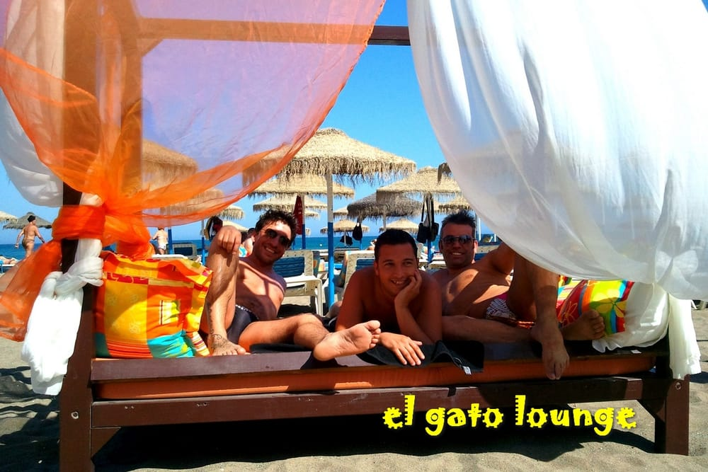 El Gato Lounge – hot guys are everywhere!
