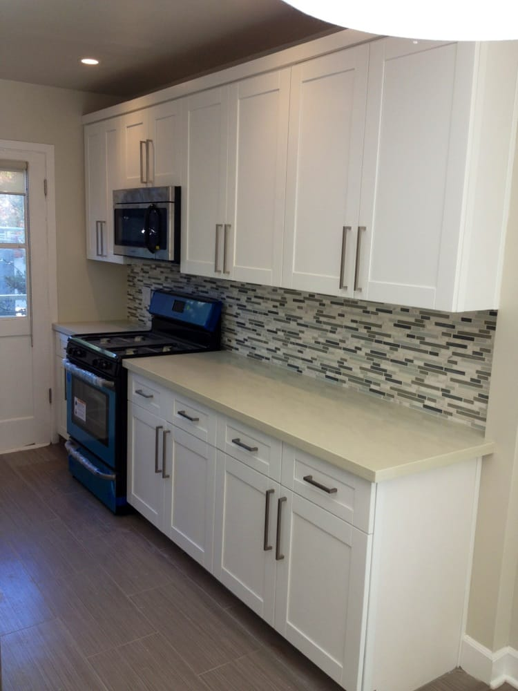 White shaker maple cabinets with quartz countertop and ... on Maple Cabinets With White Countertops  id=36612