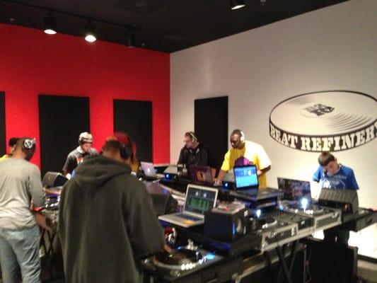 Beat Refinery DJ School - 専門学校 - 13009 Worldgate Dr ...