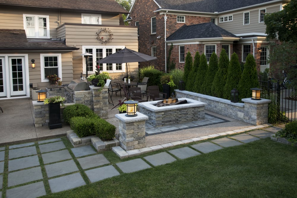 Beautiful outdoor entertainment area, with built-in grill ... on Garden Entertainment Area Ideas id=36849