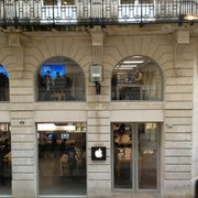 Apple Store   15 Photos   35 Reviews   Mobile Phones   2 4 rue         France Photo of Apple Store   Bordeaux  France