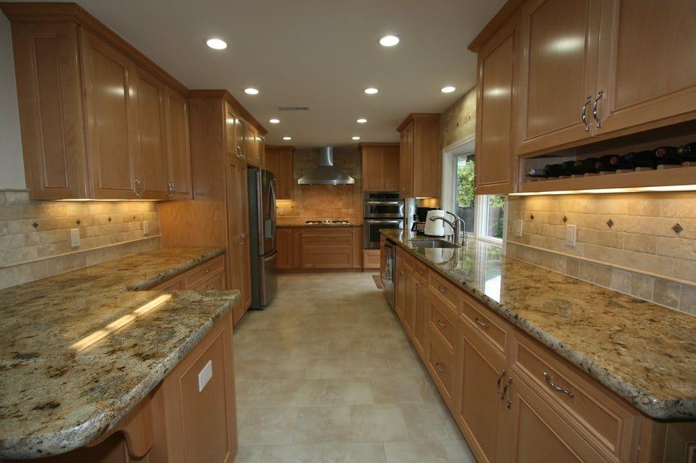 Maple cabinets, travertine backsplash, granite counter ... on Backsplash For Maple Cabinets And Black Granite  id=94087