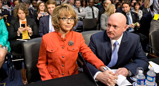 https://i1.wp.com/s3-origin-images.politico.com/2013/01/30/130130_giffords_ap_605.jpg