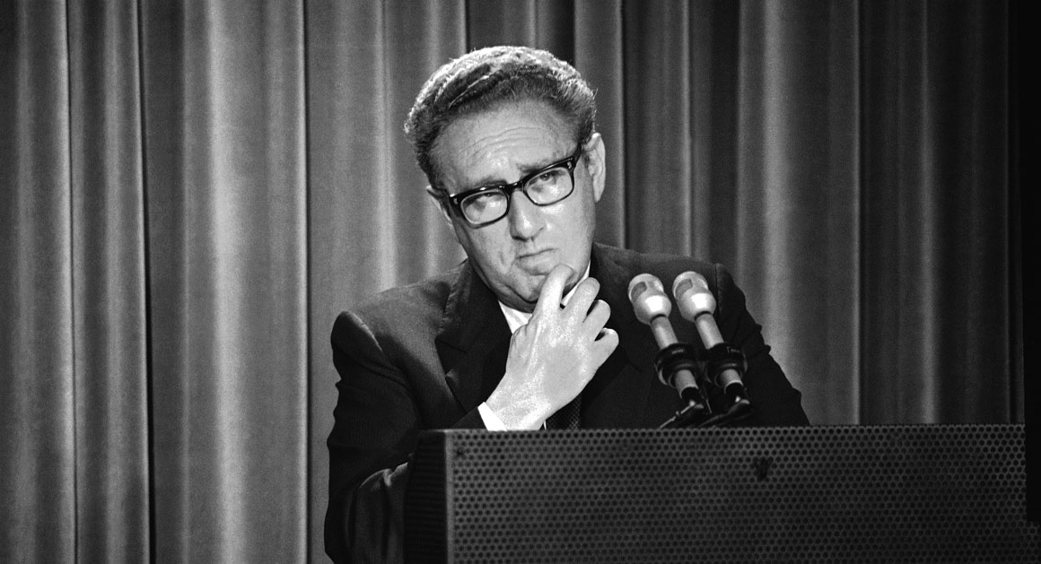 https://i1.wp.com/s3-origin-images.politico.com/2014/01/13/140113_bass_kissinger_ap.jpg
