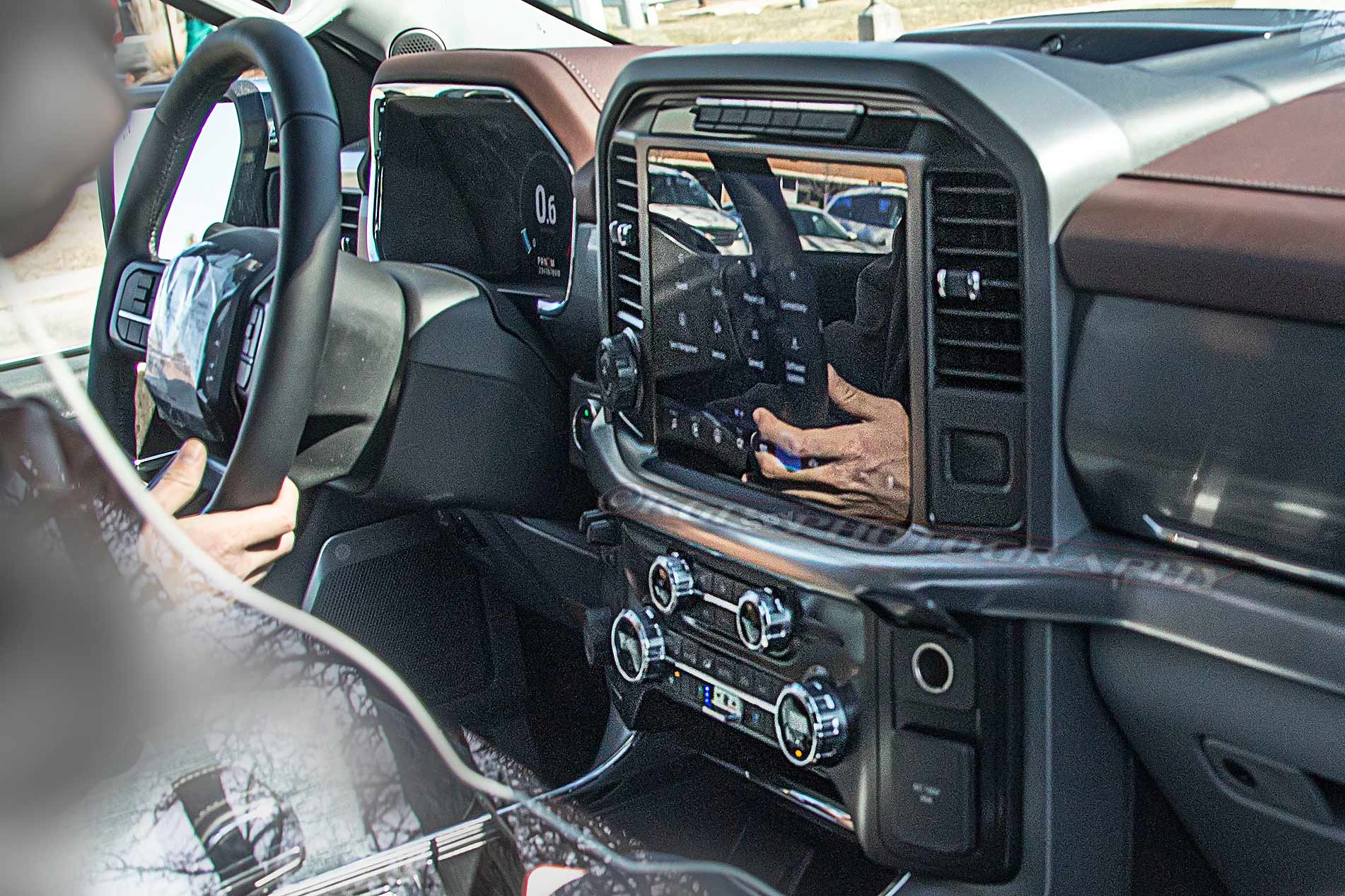 How much interior passenger space is featured in the 2021 ford. Ford S Redesigned F 150 Pickup Will Offer Sleeper Seat Automotive News