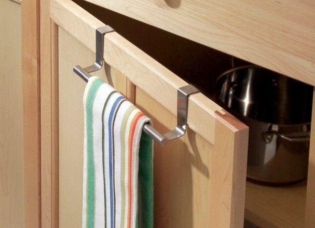 Cabinet towel bar