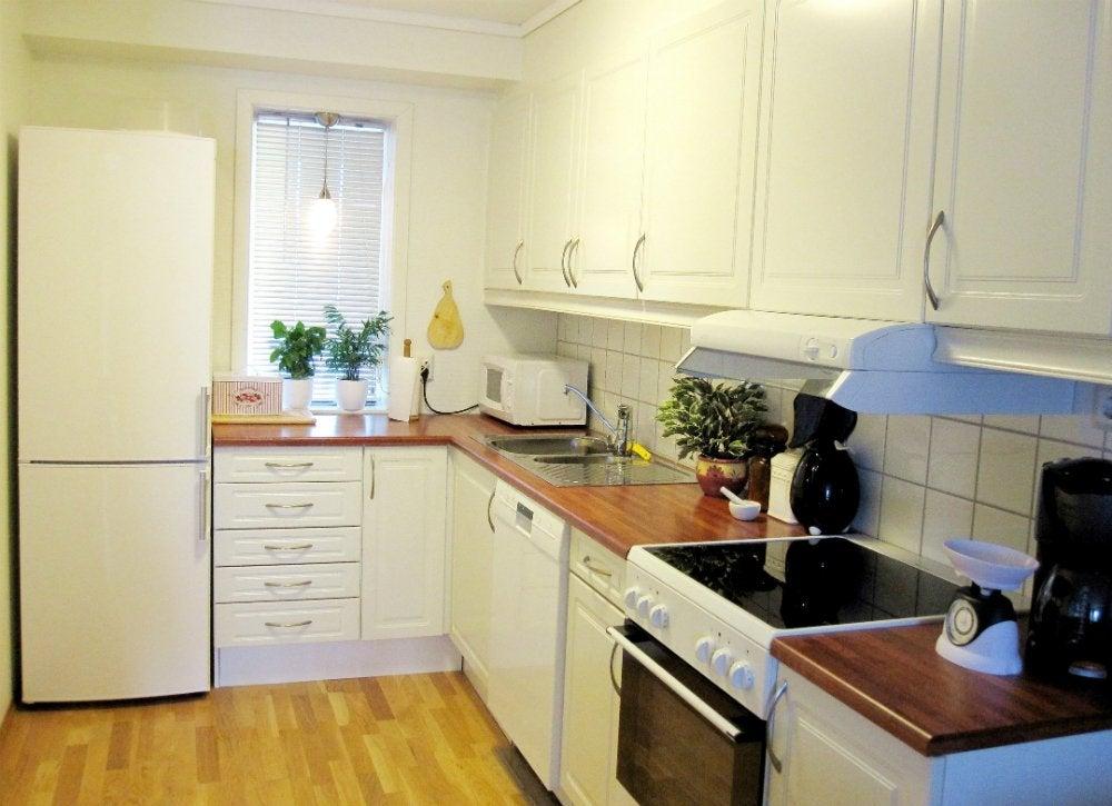 Small Kitchen Decorating Ideas - 12 Bite-Size DIYs - Bob Vila on Small Kitchen:jdu_Ojl7Plw= Kitchen Remodeling Ideas  id=87534