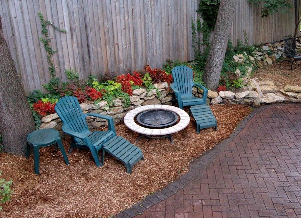Ground Cover Mulch - Backyard Landscape Ideas - 8 Lawn ... on Backyard Ideas No Grass  id=59780
