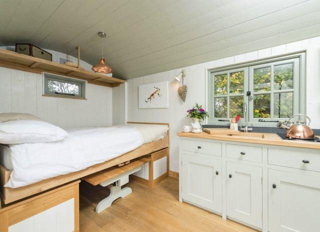 Camper_bed
