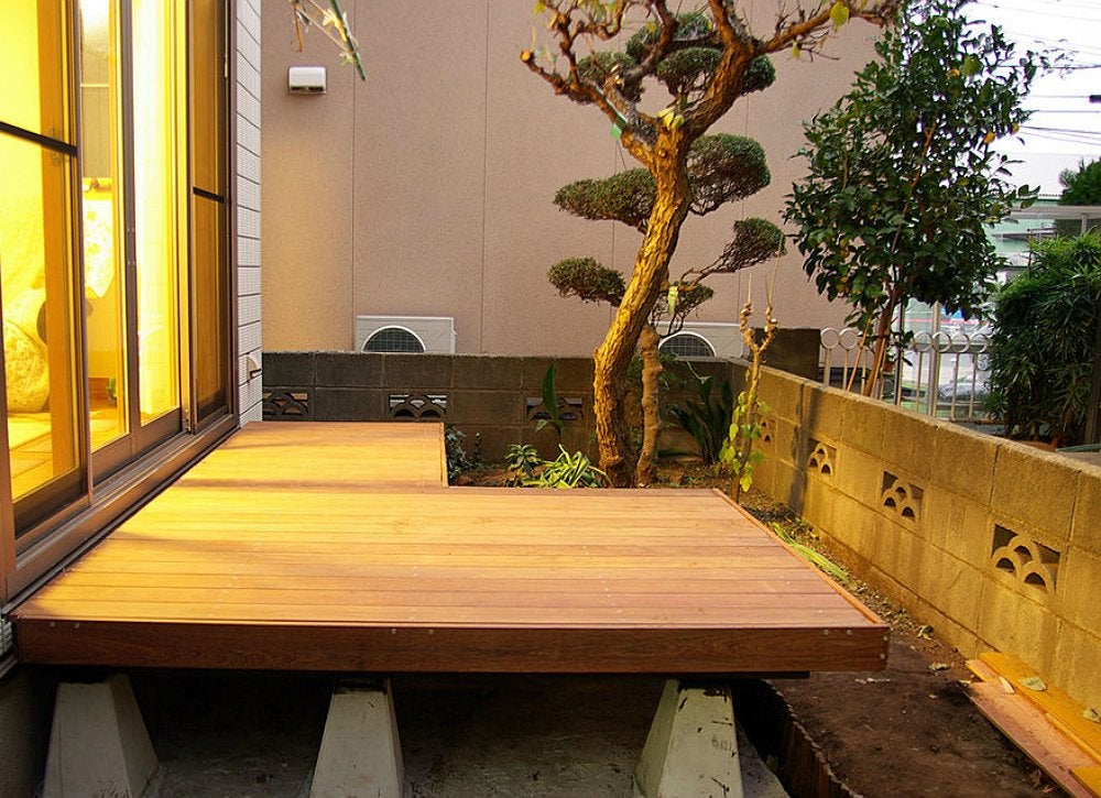 Work Your Side Yard - Deck Ideas: 18 Designs to Make Yours ... on Side Yard Designs  id=71990