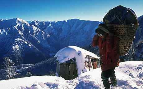 Os Sherpas sobem o himalaia todo ano. Um deles já subiu a montanha mais de 20 vezes.