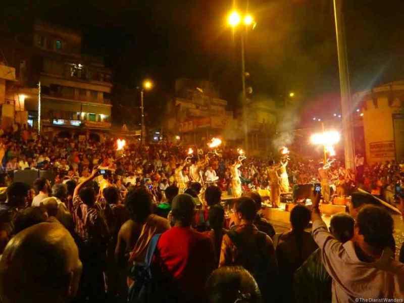 varanasi-puja-crowd