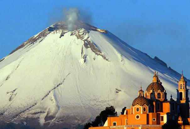 O vulcão Popocatepetl, palco de estranhos avistamentos