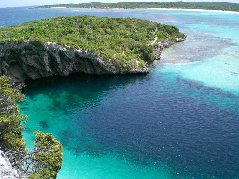 blue-hole-from-high
