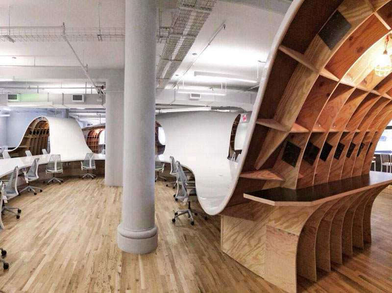 barbarian-group-nyc-superdesk-one-giant-office-desk-by-clive-wilkinson-architects-machineous-5