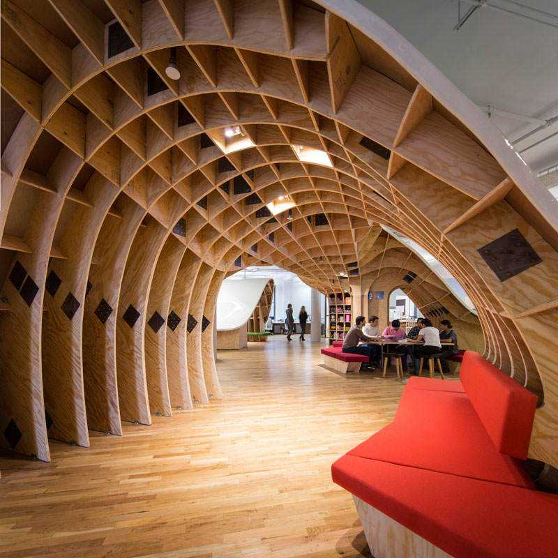 barbarian-group-nyc-superdesk-one-giant-office-desk-by-clive-wilkinson-architects-machineous-7