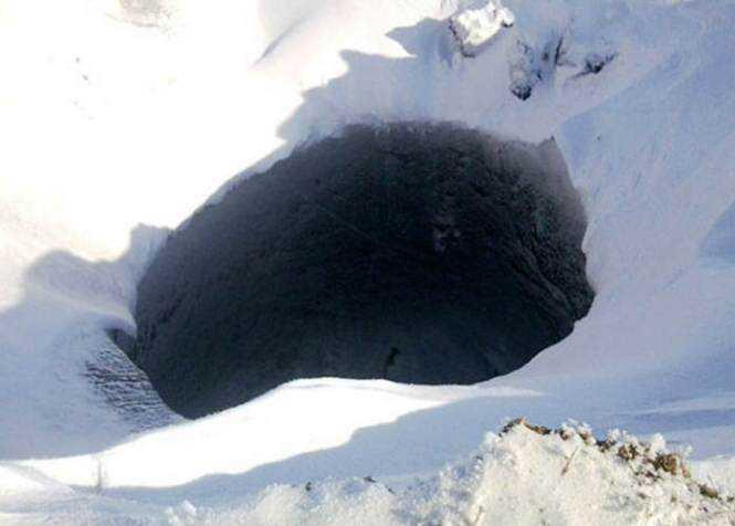 33920-cratera-gigante-na-siberia