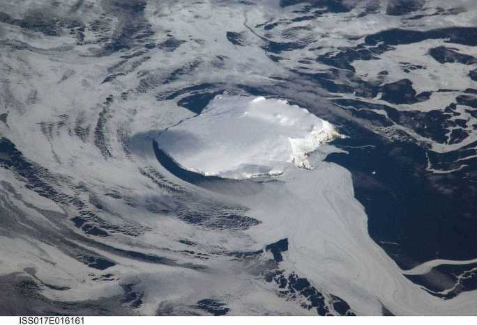 Uma pedra enorme de gelo e rocha, sem nenhuma planta e com um clima desgraçado