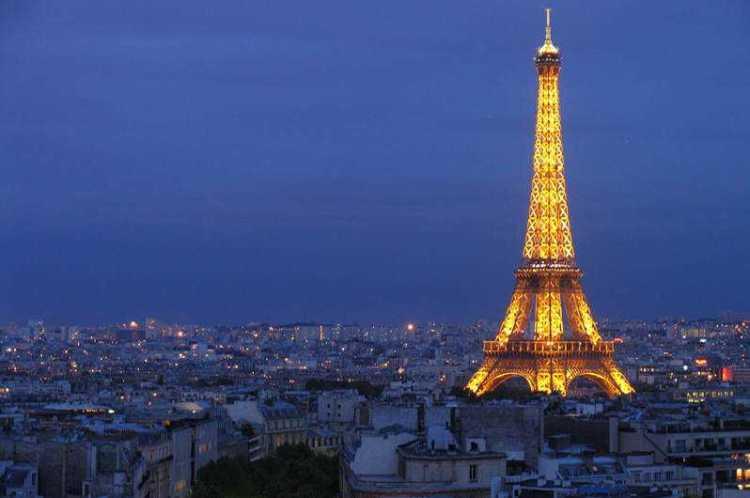 eiffel-tower-at-night