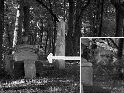 Rosto de criança aparece em cemitério