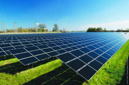 As primeiras usinas solares usavam painéis fotovoltaicos