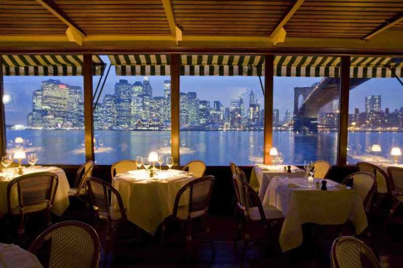 12-restaurants-where-you-will-not-think-about-food-artnaz-com-6