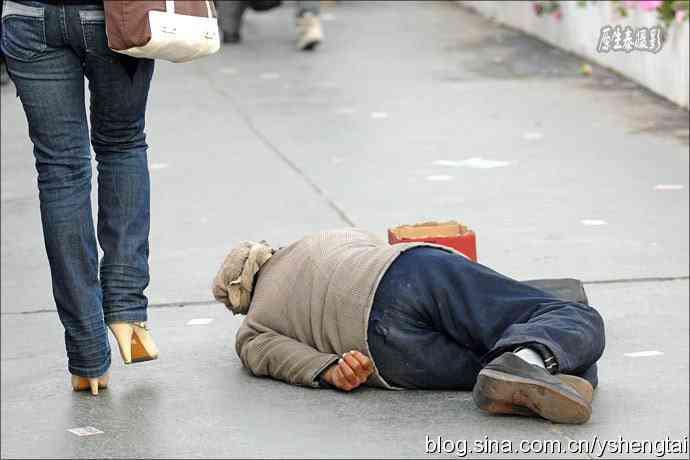 china-fake-crippled-beggar-08
