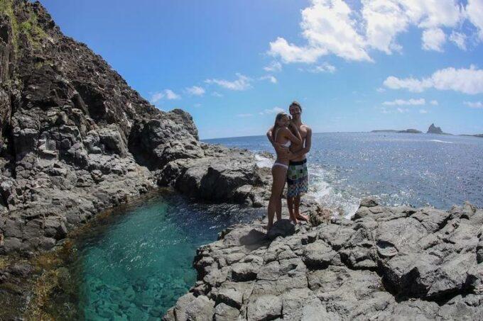 Na Jamaica, Sasha Meneghel ostenta ao lado do namorado em lugar paradisíaco