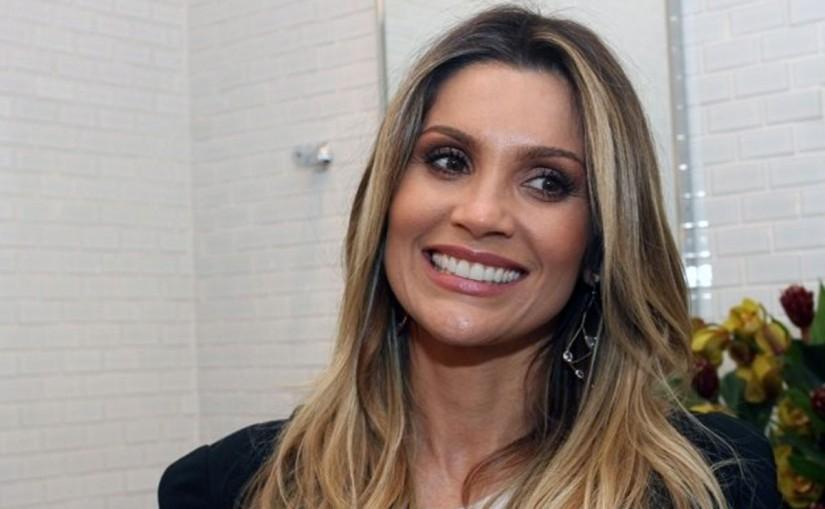 Flávia Alessandra surge em poses pra lá de inusitadas ao lado de crianças; confira as fotos