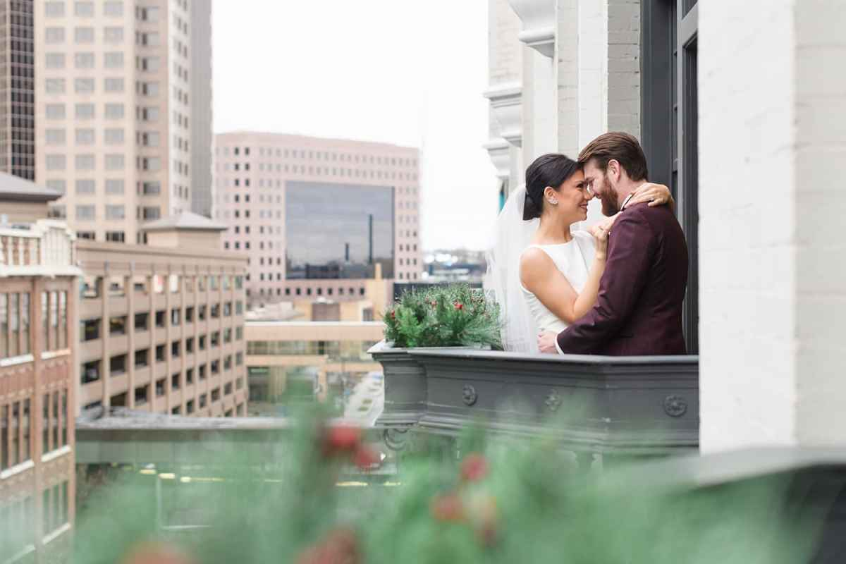bride and groom kiss on the balcony at Des Moines tea room
