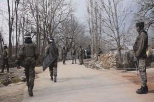 जम्मू-कश्मीर: पुलवामा के त्राल में आतंकी मुठभेड़, जवानों ने तीन आतंकियों को मार गिराया