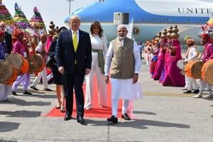 भारत पहुंचे डोनाल्ड ट्रंप, 25 हजार करोड़ के डिफेंस डील पर है सबकी नजर