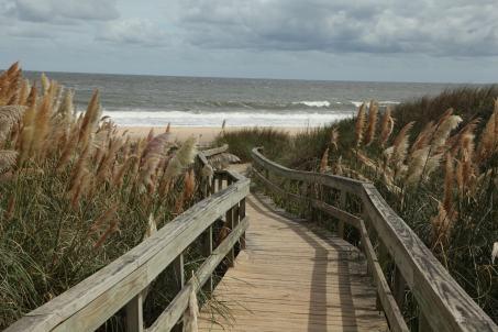 Steps to Playa Mansa