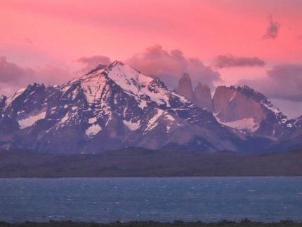Tierra Patagonia dawn room view