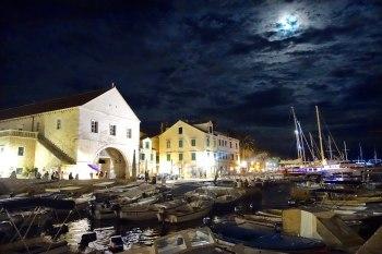 Hear port at night