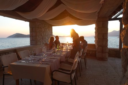 Villa Ruža restaurant table sunset