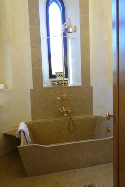 Chateau de Riell bathtub