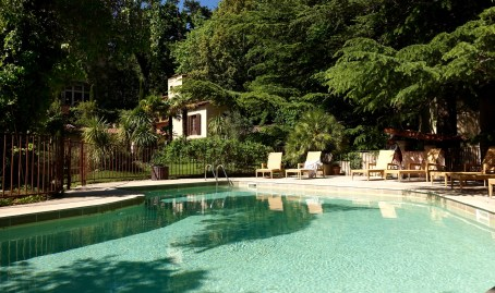 Chateau de Riell pool chairs