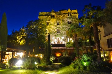 Chateau de Riell at night