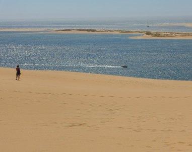 Dune du Pilat boaters in distance