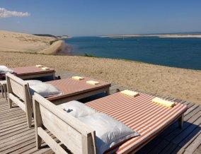 La Coorniche beach beds