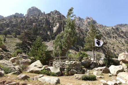 Lac de Melu restaurant Corsican flag