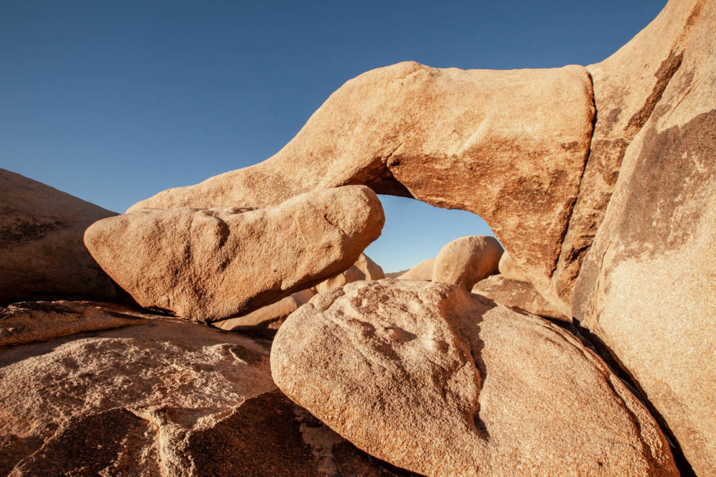 How to Find Arch Rock at Joshua Tree National Park #besthikes #vezzaniphotography