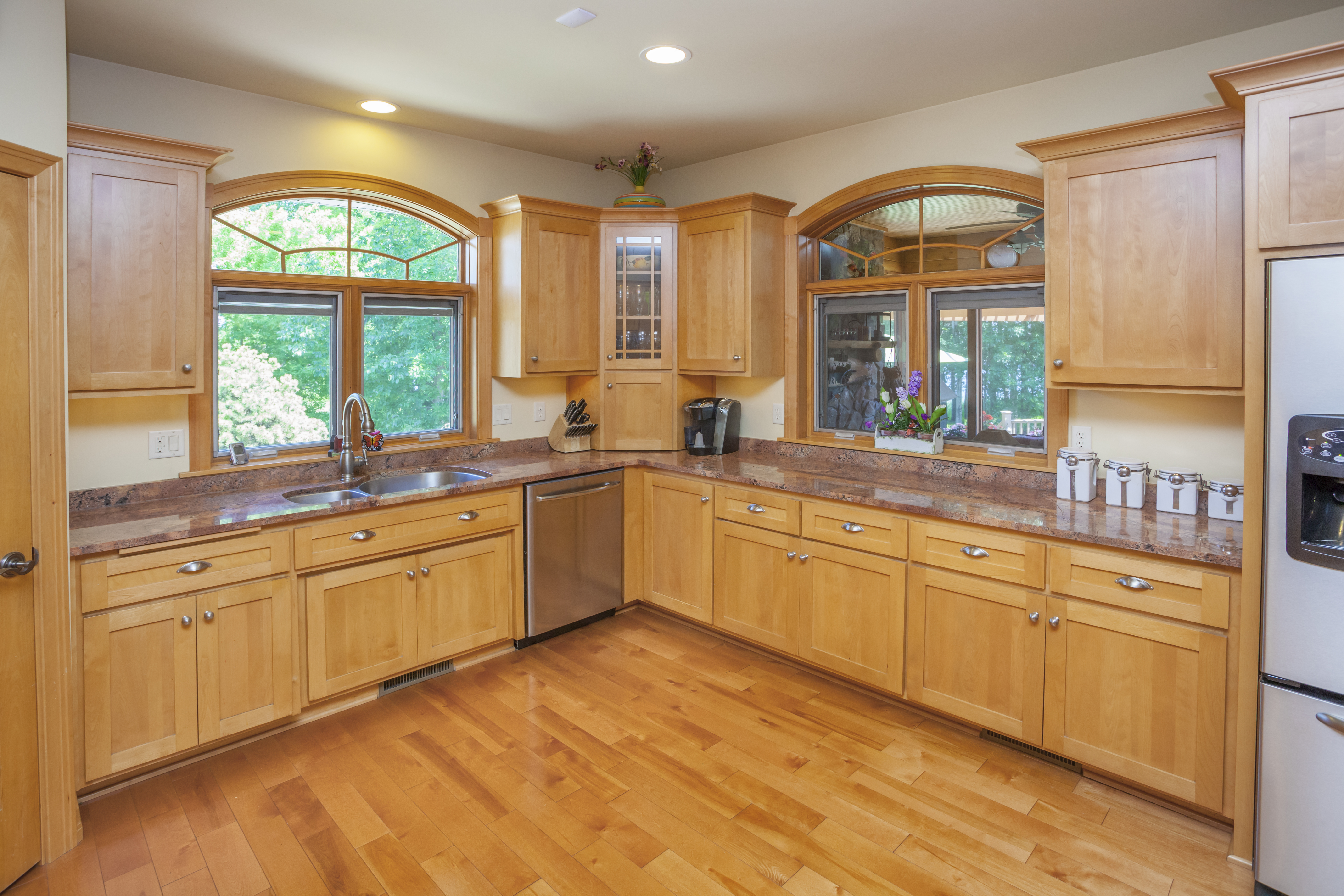 What Wall Color Goes With Oak Floors - Zion Star on What Color Granite Goes With Maple Cabinets  id=85949
