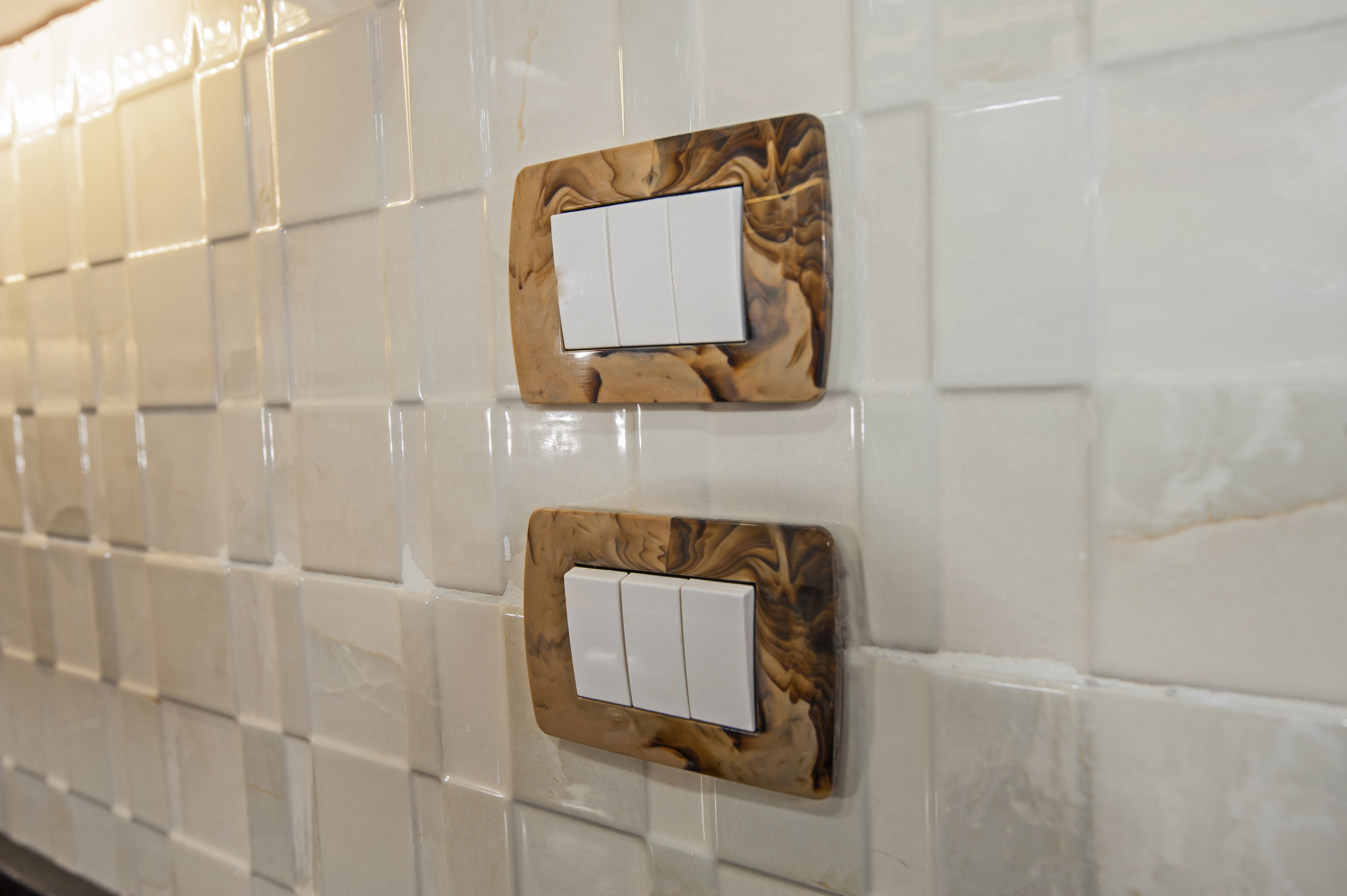 how to install wall tile around electrical outlets