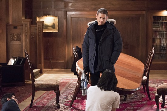"""The Flash--""""Rogue Time""""--image FLA116A_0535b--Pictured: (L-R) Wentworth Miller as Leonard Snart/Captain Cold, Nicholas Gonzalez as Dante Ramon and Carlos Valdes as Cisco Ramon Photo: Dean Buscher/The CW--© 2015 The CW Network, LLC. All rights reserved."""