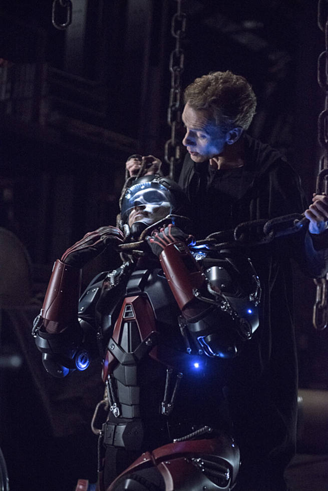 """Arrow -- """"Broken Arrow"""" -- Image AR319A_0192b -- Pictured (L-R): Brandon Routh as Ray Palmer / The Atom and Doug Jones as Jake Simmons -- Photo: Cate Cameron/The CW -- © 2015 The CW Network, LLC. All Rights Reserved."""