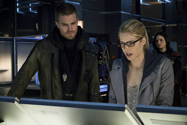 """Arrow -- """"My Name is Oliver Queen"""" -- Image AR323B_0005b -- Pictured (L-R): Stephen Amell as Oliver Queen and Emily Bett Rickards as Felicity Smoak -- Photo: Liane Hentscher/The CW -- © 2015 The CW Network, LLC. All Rights Reserved."""